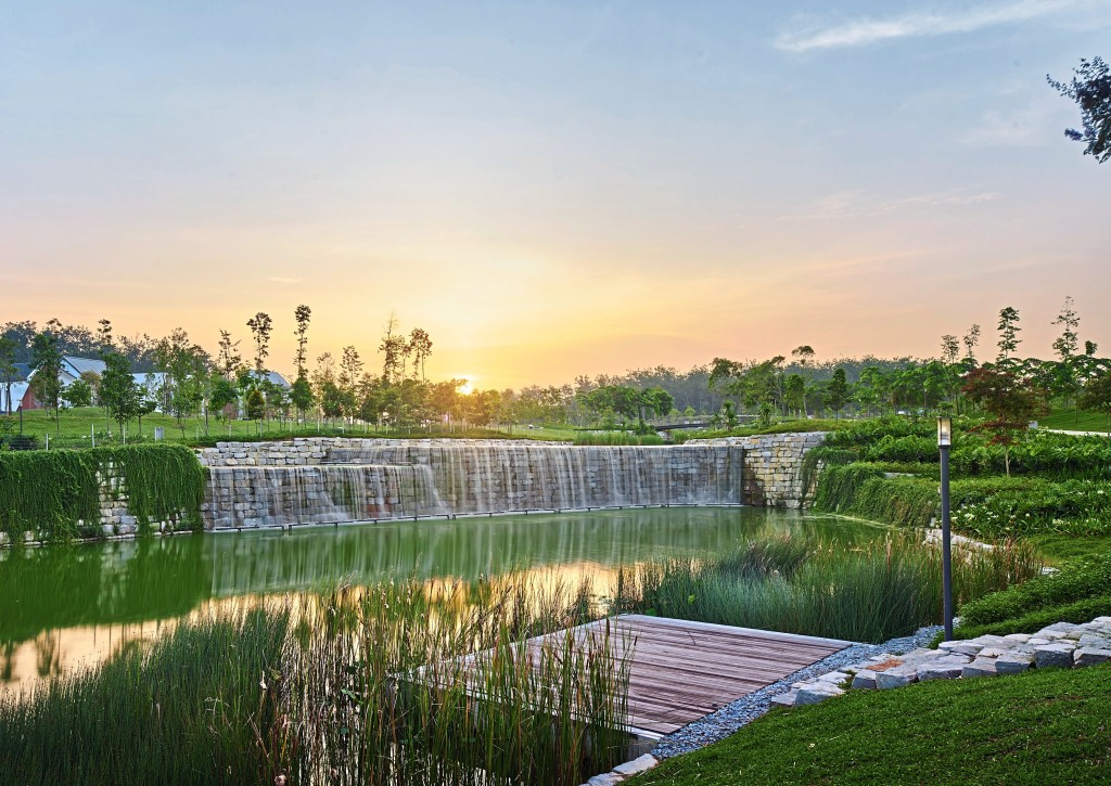 Gamuda Gardens' 50-acre Central Park, replete with majestic waterfalls and lush greenery, forms the heart of the community.
