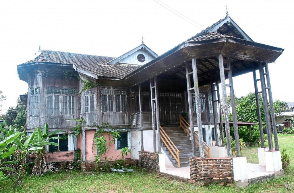 A 100-year-old traditional Malay house near Kampung Losong Haji Su at  Kuala Terengganu.
