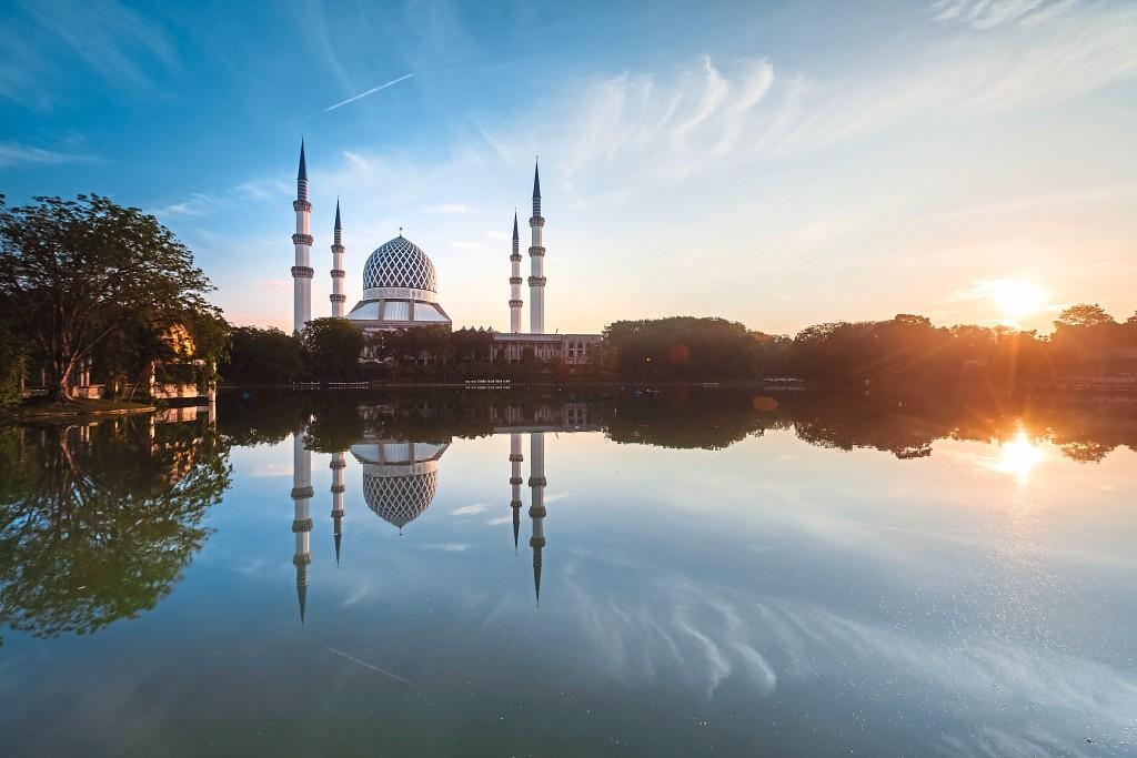 The  Sultan Salahuddin Abdul Aziz Mosque looks resplendent in the sunrise.