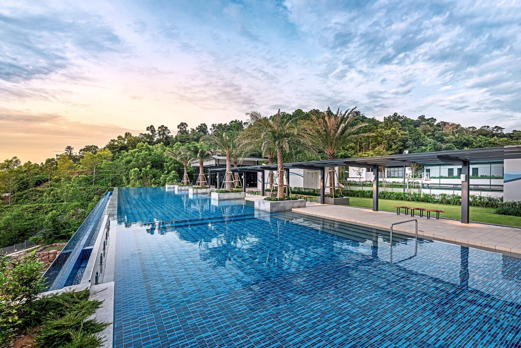 The infinity pool at Secoya Residences overlooks the idyllic Bukit Kerinchi forest.