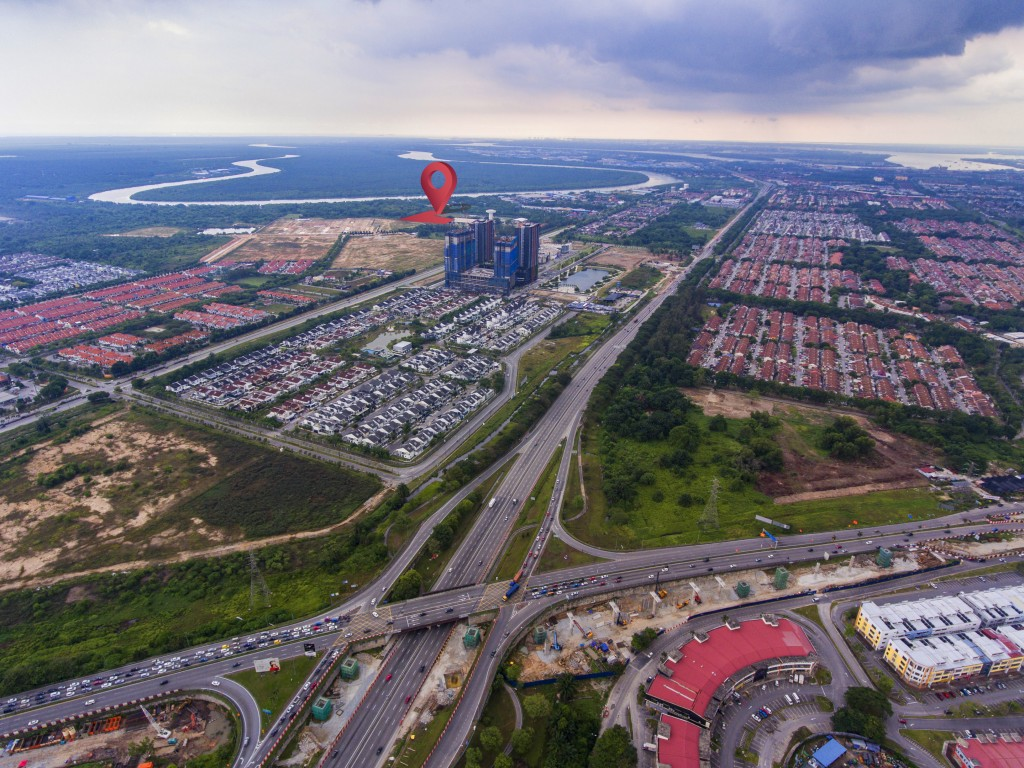 Direct access from Lebuhraya Shah Alam (KESAS) exit with established residential development projects.