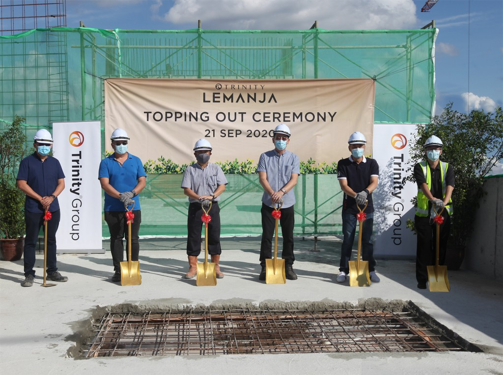 Neoh (third from right) at the Topping Out Ceremony on Sept 21.