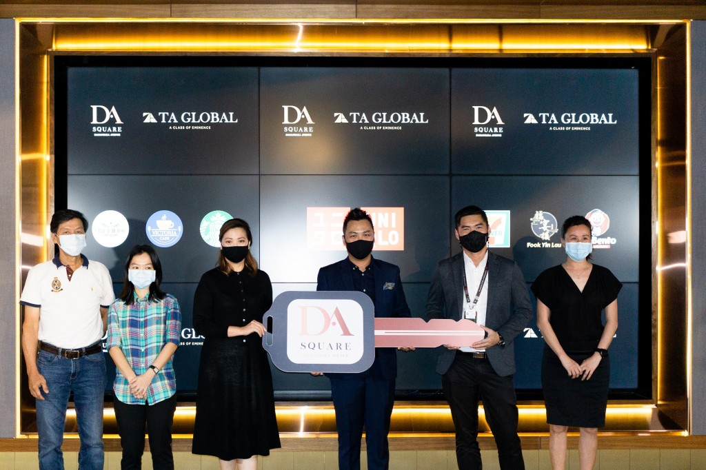 TA Global general manager Lee Yen Foong (3rd from right) officially handed over the stores to representatives of Uniqlo, Starbucks, 7-Eleven, Fook Yin Lau, Mr Bento and Victoria 25 Café during a handover ceremony.