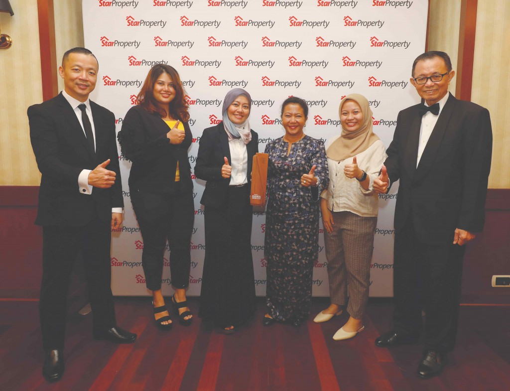 It's all thumbs up for Glomac as marketing and sales senior manager Nor Afzan Rahmat Ali (3rd from left) poses with her team, flanked by Fu (right) and Yap (left).