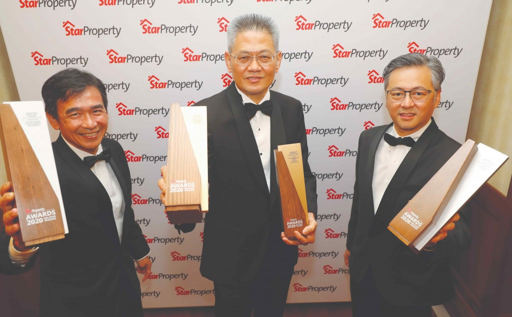 Matrix group managing director Ho Kong Soon (centre), flanked by property development CEO Leong Jee Van (left) and group sales and marketing chief officer Lim Kok Yee holding their trophies.