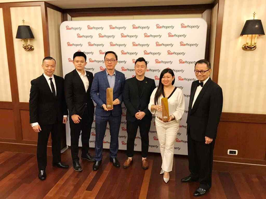 Sheng Tai International president Datuk Leong Sir Ley (2nd from right) and chief financial officer Tyson See (centre) holding the trophies as (from left) Yap, Sheng Tai International assistant sales manager Roger Tai Bang Jyh and general manager Nicholas SC Leong, and Fu point to the awards.