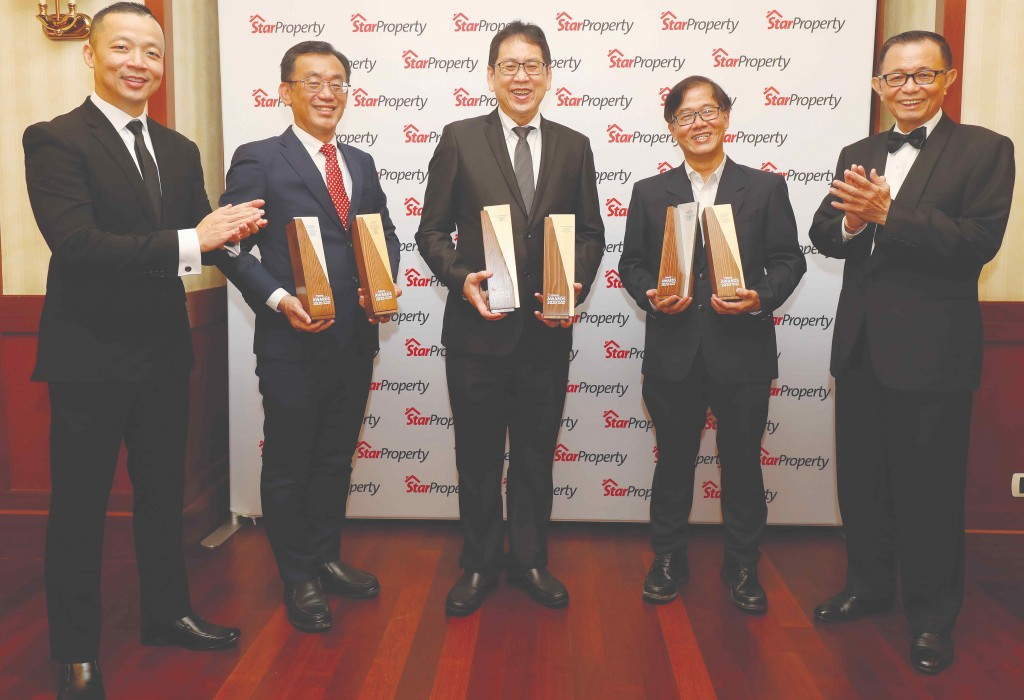 Fu (right) and Yap (left) clap their hands as (from 2nd left) Sunway Property Development Division central region executive director Chong Sau Min, Property Division deputy managing director Lum Tuck Ming and executive director Wong Wan Wooi proudly hold their trophies.
