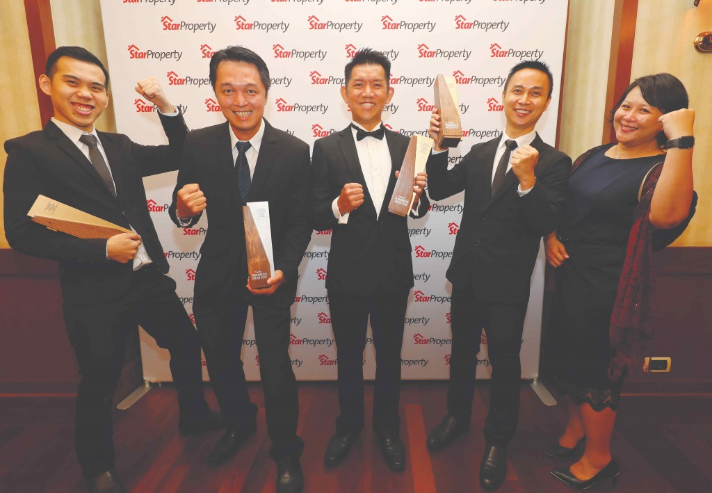 Cheering on are UEM Sunrise central chief operations officer Liong Kok Kit (3rd from left) and his team after winning their trophies.