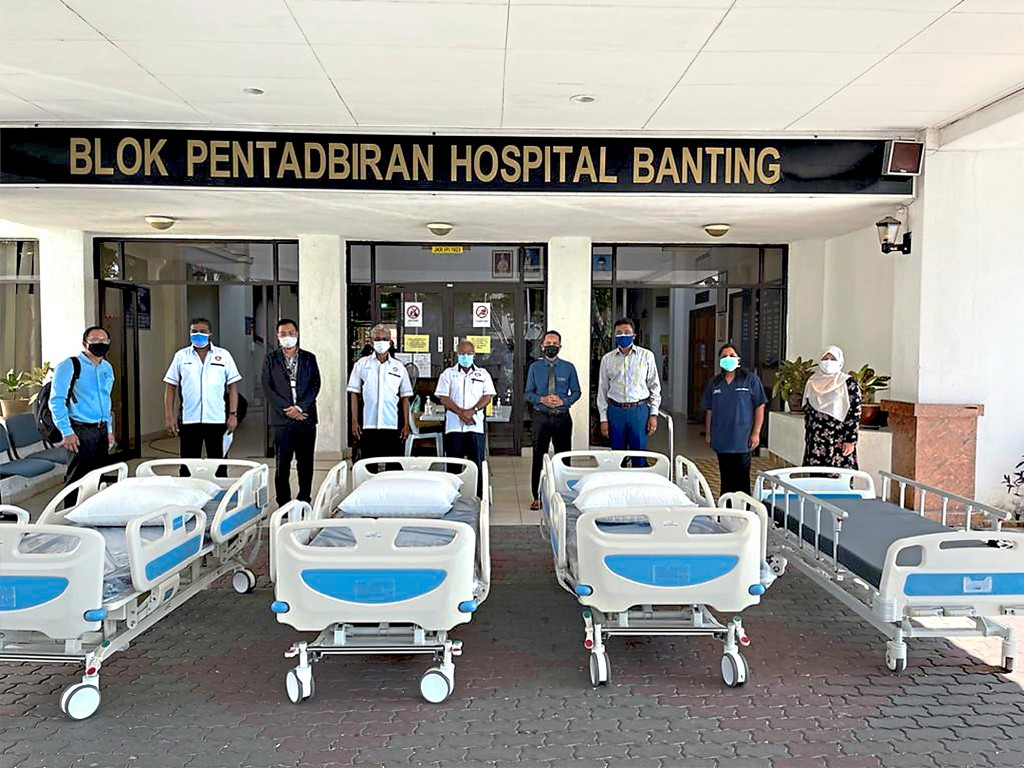 LBS Foundation  contributed several  hospital beds and  monetary donations  to the Emergency  Unit at Banting  Hospital.